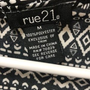 Rue21 Dresses - Black and White Summer Tribal Shift Dress